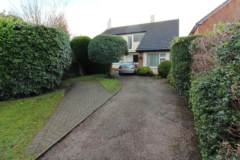 4 Bedrooms Detached House for sale in Clover Avenue, Frodsham