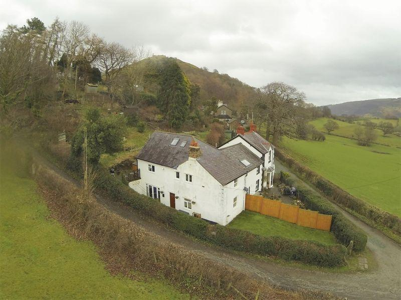 3 Bedrooms Semi Detached House for sale in Geufron, Llangollen