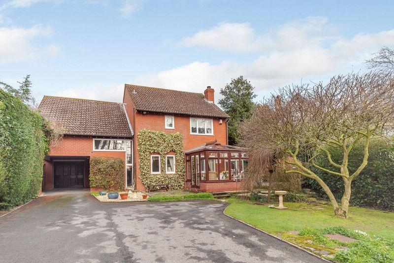 4 Bedrooms Detached House for sale in HAMPTON PARK