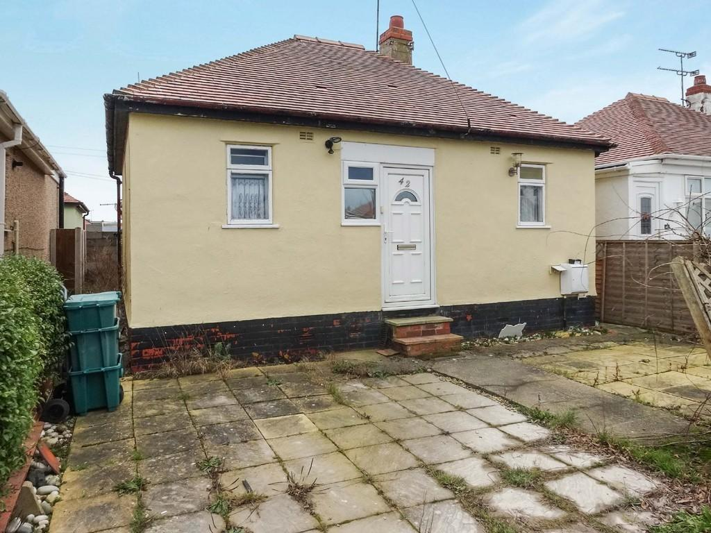 2 Bedrooms Detached Bungalow for sale in Clwyd Gardens, Kinmel Bay
