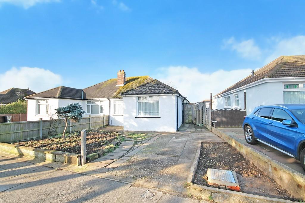 3 Bedrooms Semi Detached Bungalow for sale in Abbey Road, Sompting, BN15 0AB