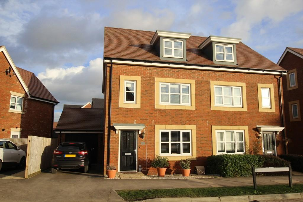 3 Bedrooms Semi Detached House for sale in Skylark Rise, Goring by Sea, West Sussex