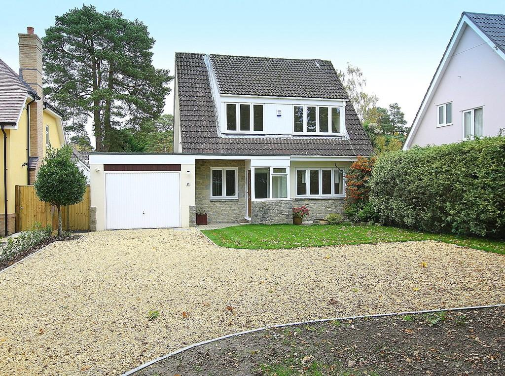 4 Bedrooms Chalet House for sale in Sherborne Drive, Ferndown