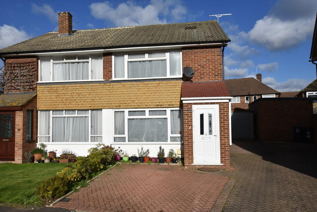 2 Bedrooms Semi Detached House for sale in Park Way, Feltham