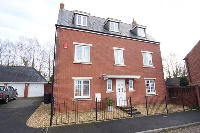 5 Bedrooms Detached House for sale in Westbury Way, Blandford Forum
