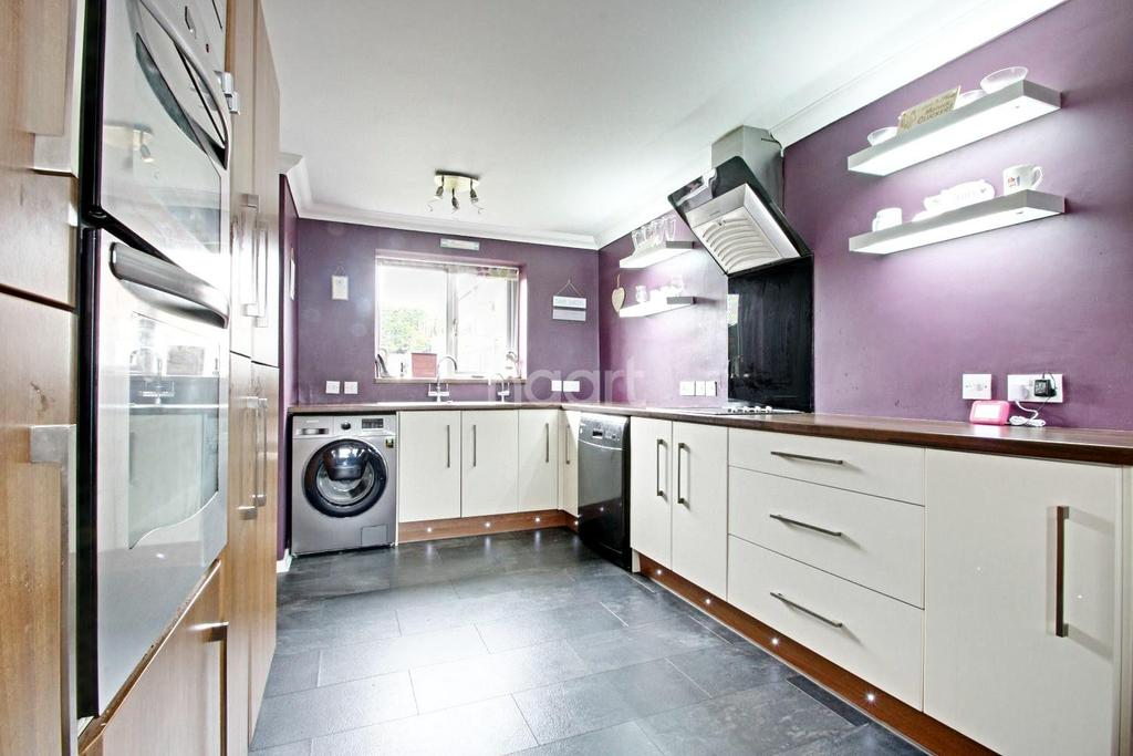 3 Bedrooms Terraced House for sale in Yare Avenue, Witham, CM8