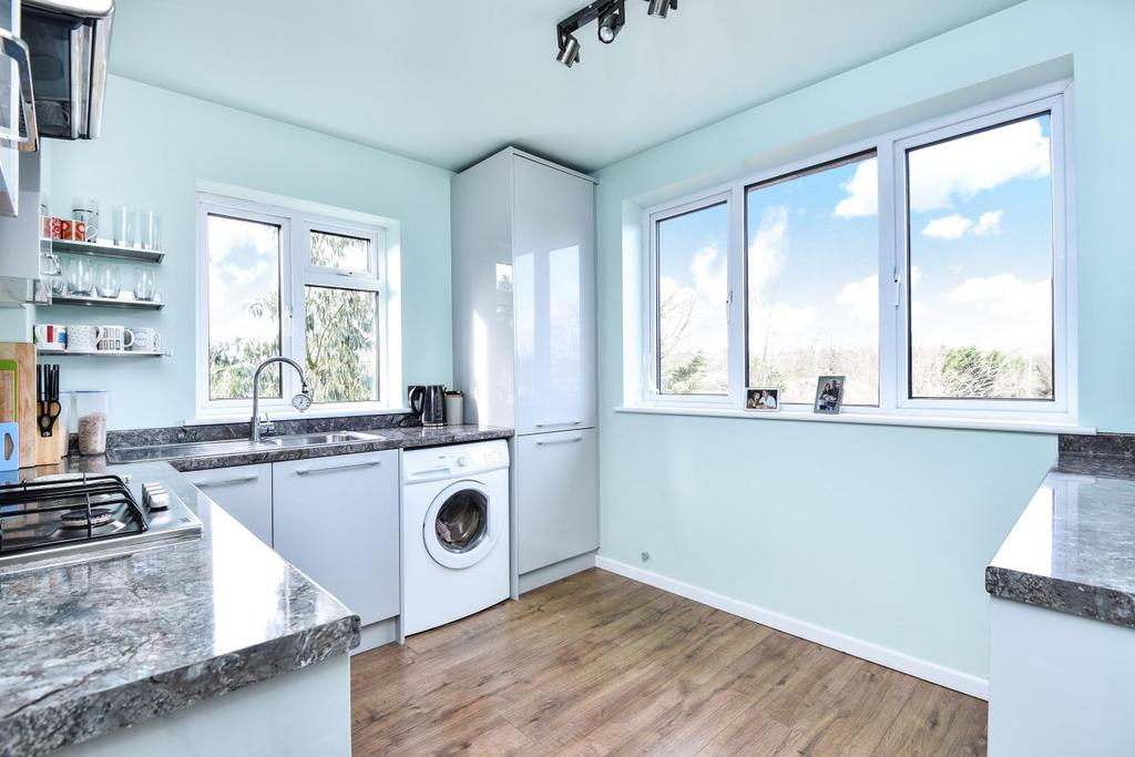 2 Bedrooms Maisonette Flat for sale in Byland Close, Winchmore Hill