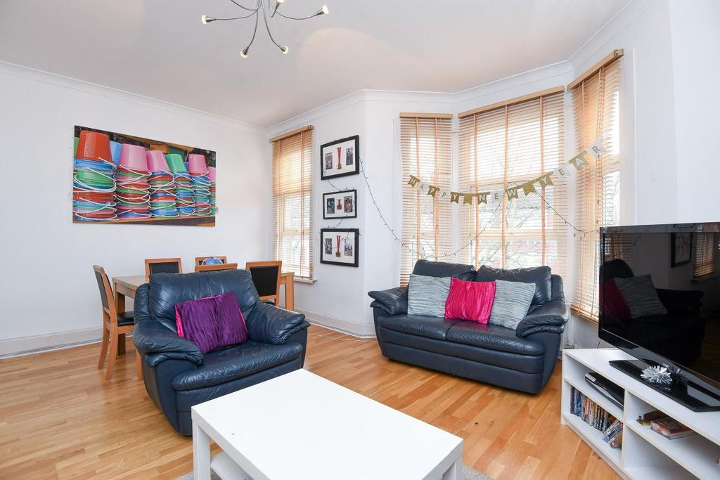3 Bedrooms Flat for sale in Pine Road, London