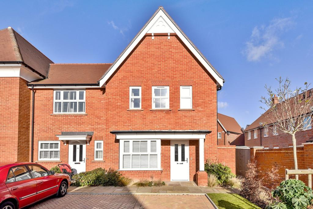 3 Bedrooms End Of Terrace House for sale in Highwood Crescent, Horsham, RH12