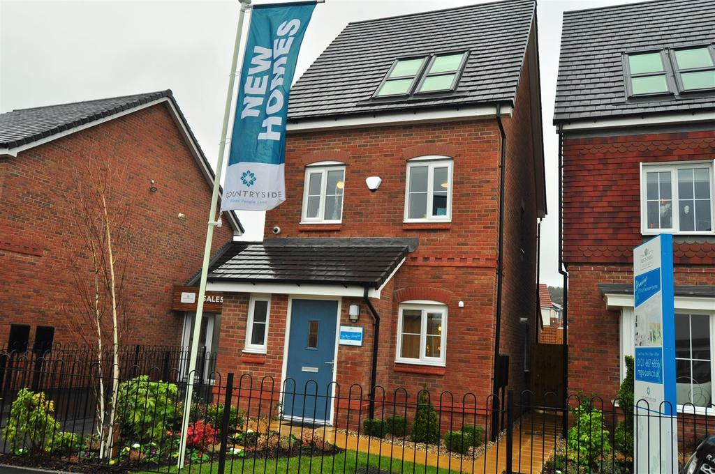3 Bedrooms Semi Detached House for sale in Regis Park, Doulton Road, Cradley Heath