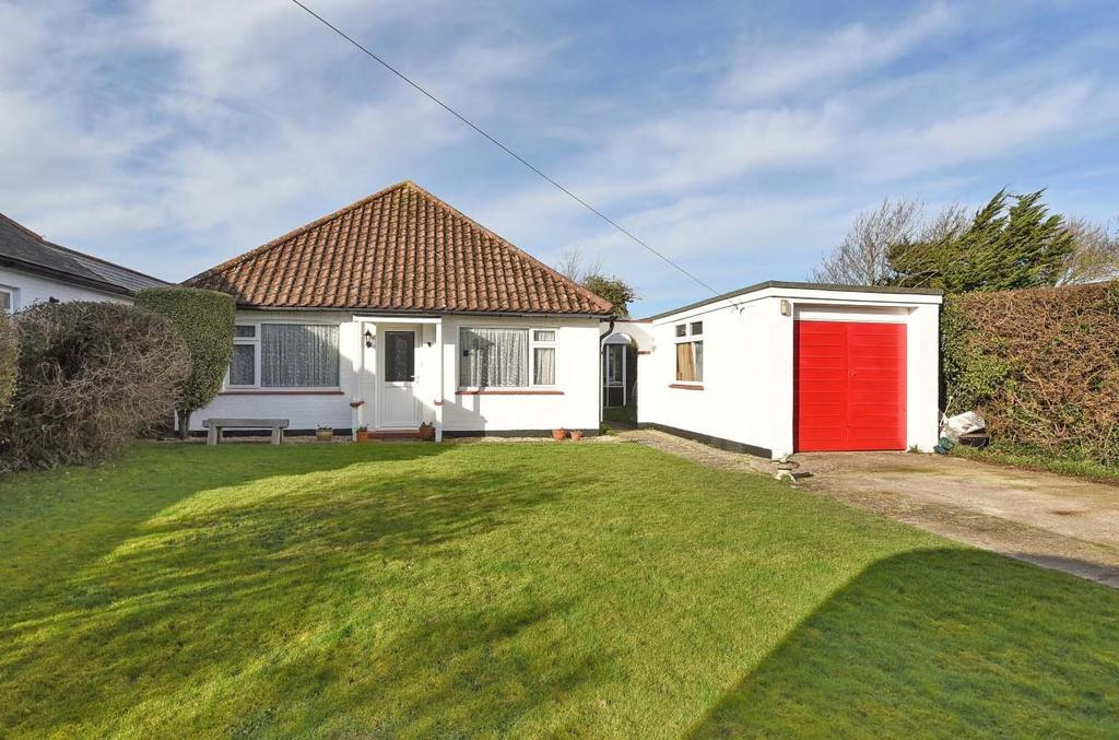 3 Bedrooms Detached Bungalow for sale in Barn Road, East Wittering, PO20