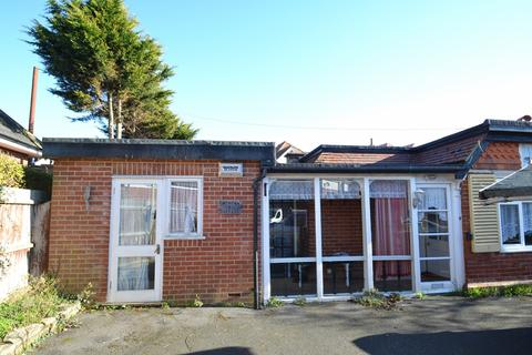 2 bedroom bungalow for sale - Southbourne