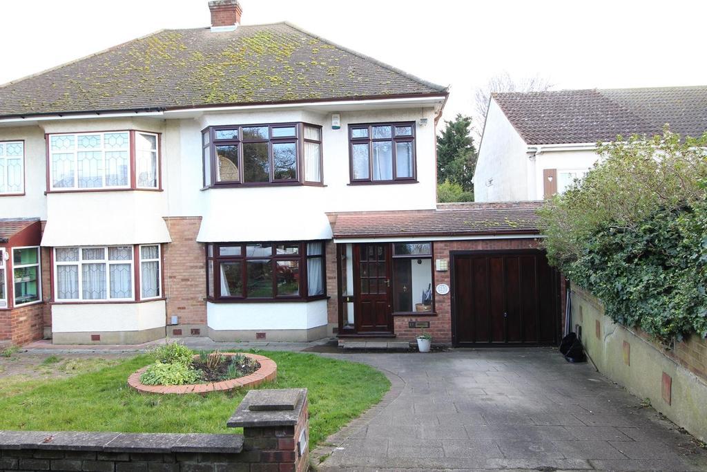 3 Bedrooms Semi Detached House for sale in Huntsmans Drive, Upminster, Essex, RM14