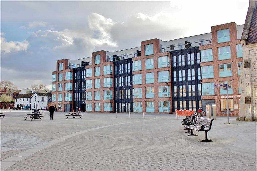 2 Bedrooms Apartment Flat for sale in Barge Arm, Gloucester