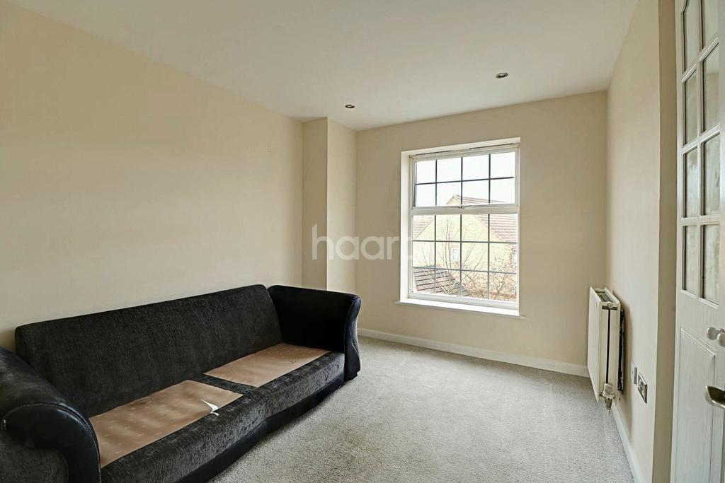 2 Bedrooms Flat for sale in Maunder Close, Chafford Hundred