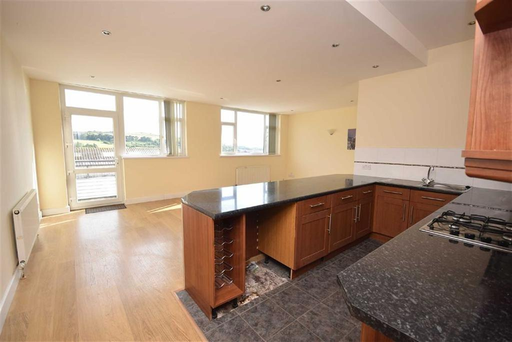 2 Bedrooms Apartment Flat for sale in Walton Heights, Colne, Lancashire