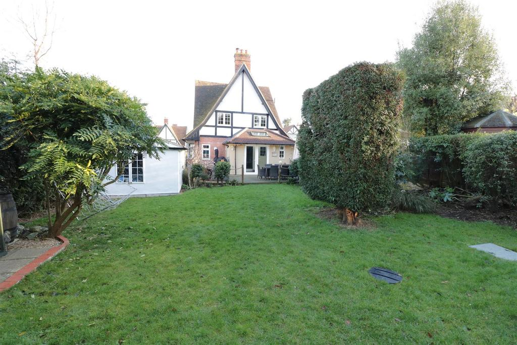 4 Bedrooms Detached House for sale in Weald Rise, Tilehurst, Reading