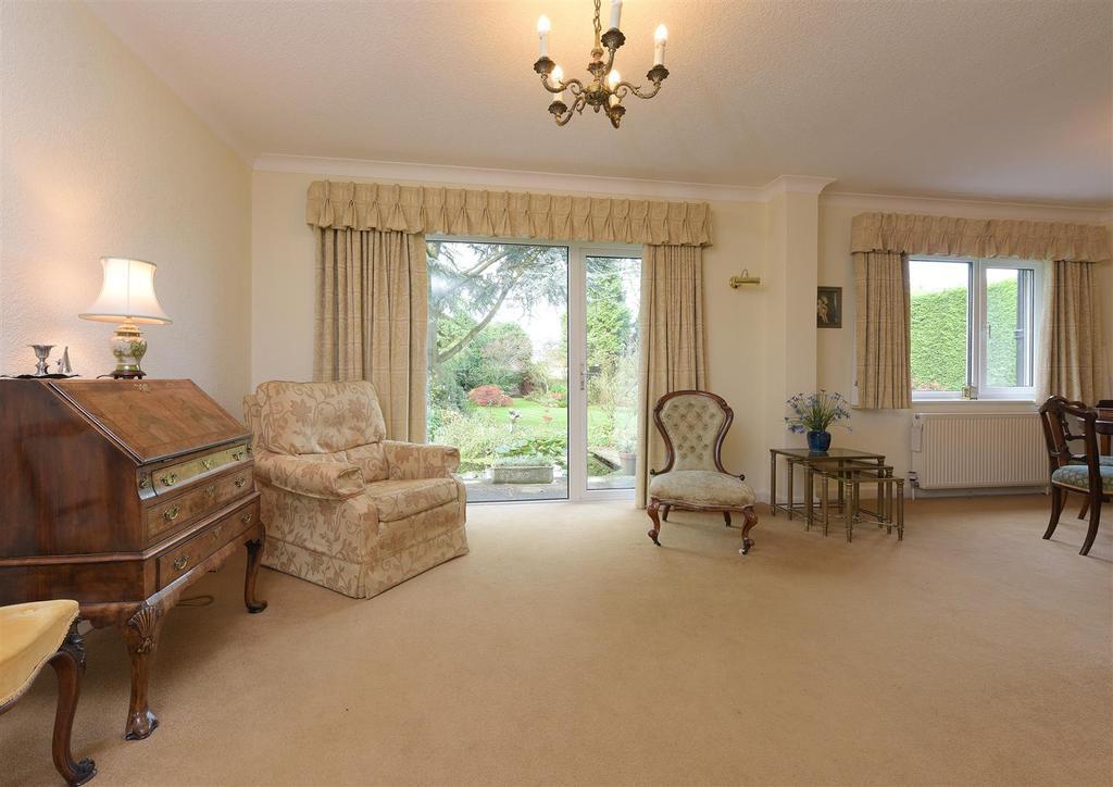Image 3 of 18 lounge