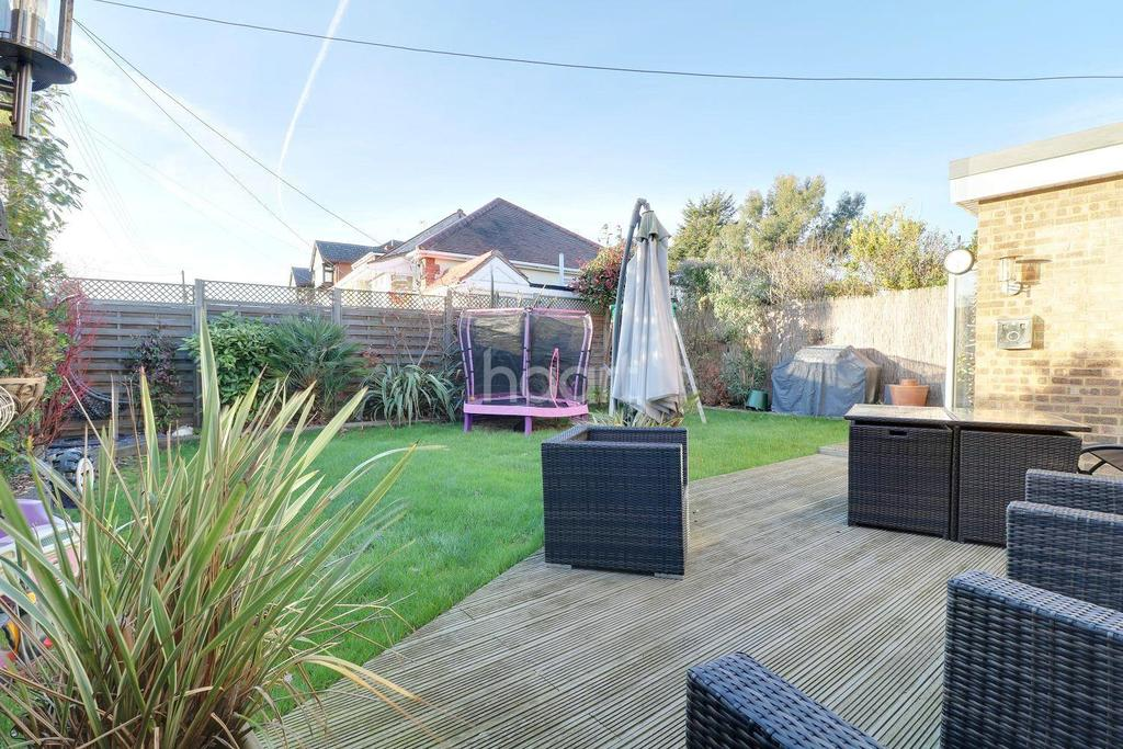 4 Bedrooms Detached House for sale in Benfleet