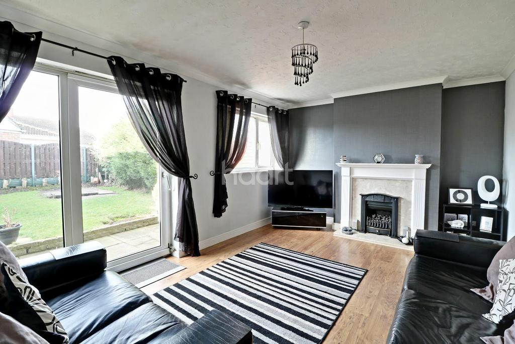 3 Bedrooms Semi Detached House for sale in Shaw Court, Armthorpe, Doncaster