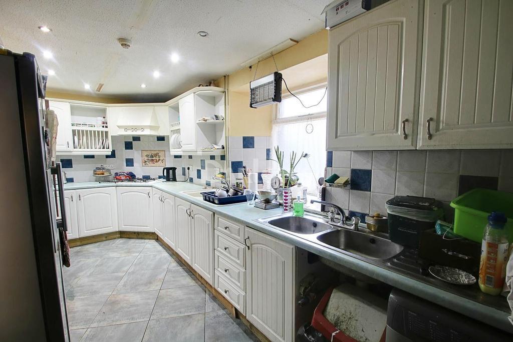 4 Bedrooms Detached House for sale in Trehafod Road, Trehafod