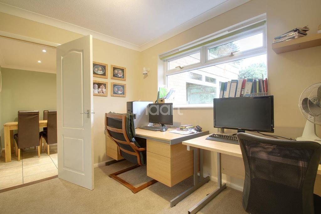 4 Bedrooms Detached House for sale in Almondhayes, Ipswich