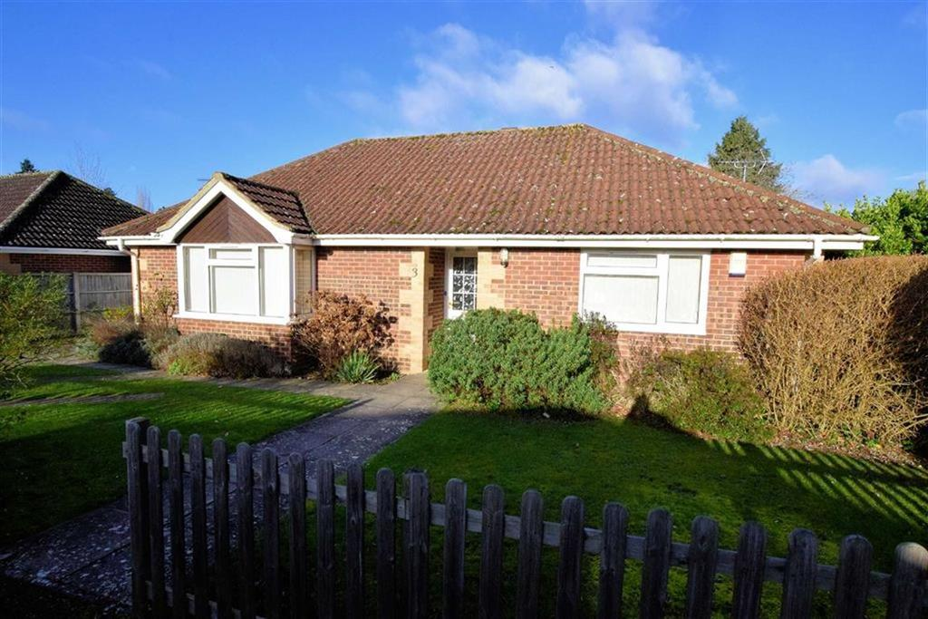 3 Bedrooms Bungalow for sale in Lymington Gate, Caversham, Reading