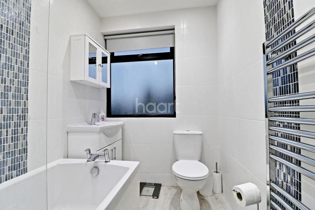 3 Bedrooms Semi Detached House for sale in New Road, Uxbridge