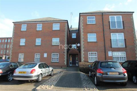 2 bedroom flat to rent - Latymer Court