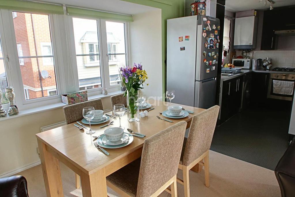 1 Bedroom Flat for sale in Langtree Avenue