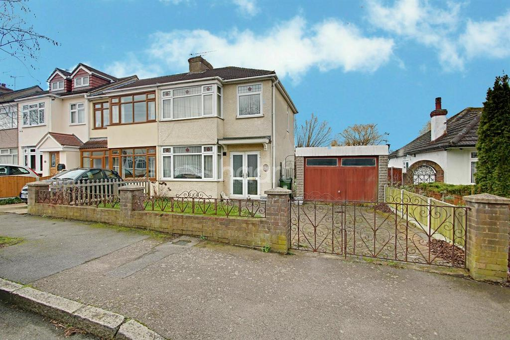 3 Bedrooms End Of Terrace House for sale in Primrose Glen, Hornchurch