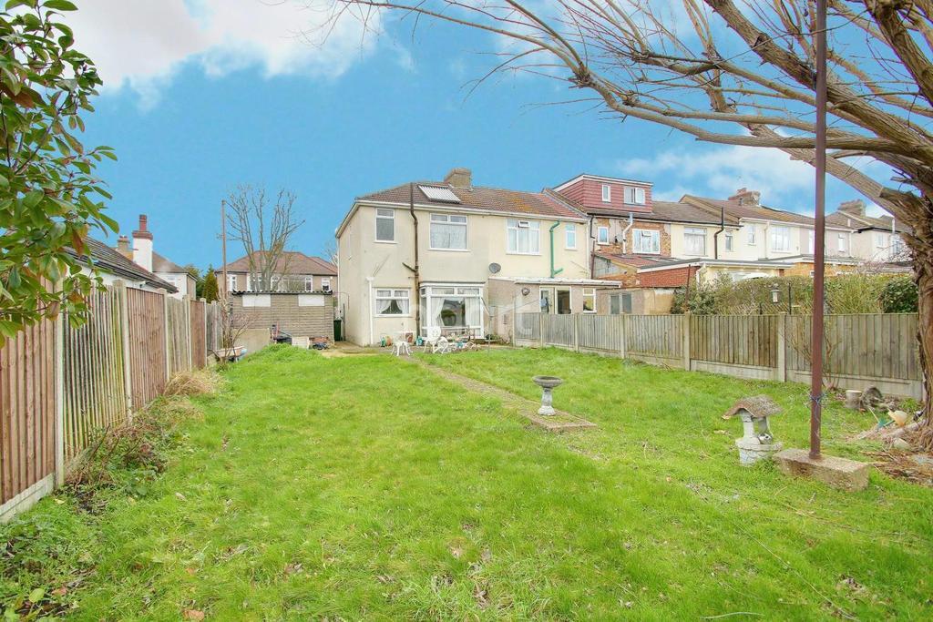 3 Bedrooms End Of Terrace House for sale in Primrose Glen, Hornchurch