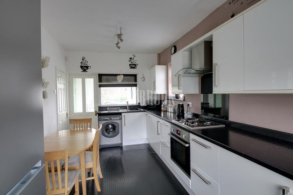 3 Bedrooms End Of Terrace House for sale in High Street, Mosborough