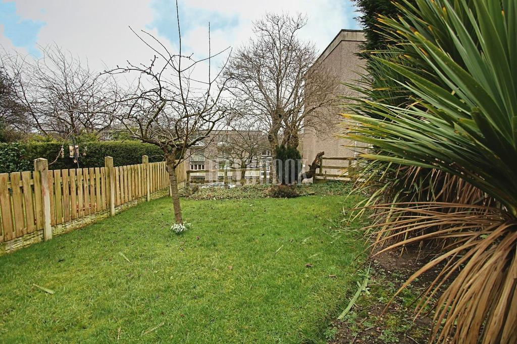 3 Bedrooms Flat for sale in Hall Park Hill, Stannington
