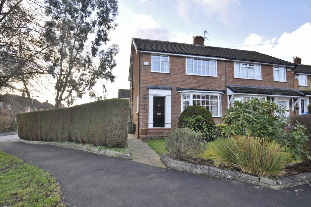 3 Bedrooms Semi Detached House for sale in Trent Close, Bramhall,