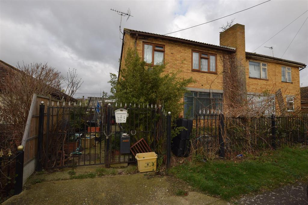 2 Bedrooms Semi Detached House for sale in Miltsin Avenue, Canvey Island