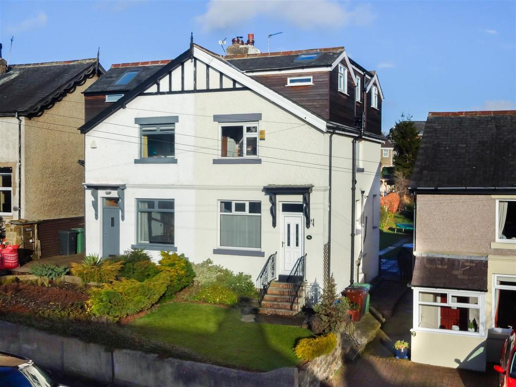 4 Bedrooms Semi Detached House for sale in Victoria Gardens, Horsforth