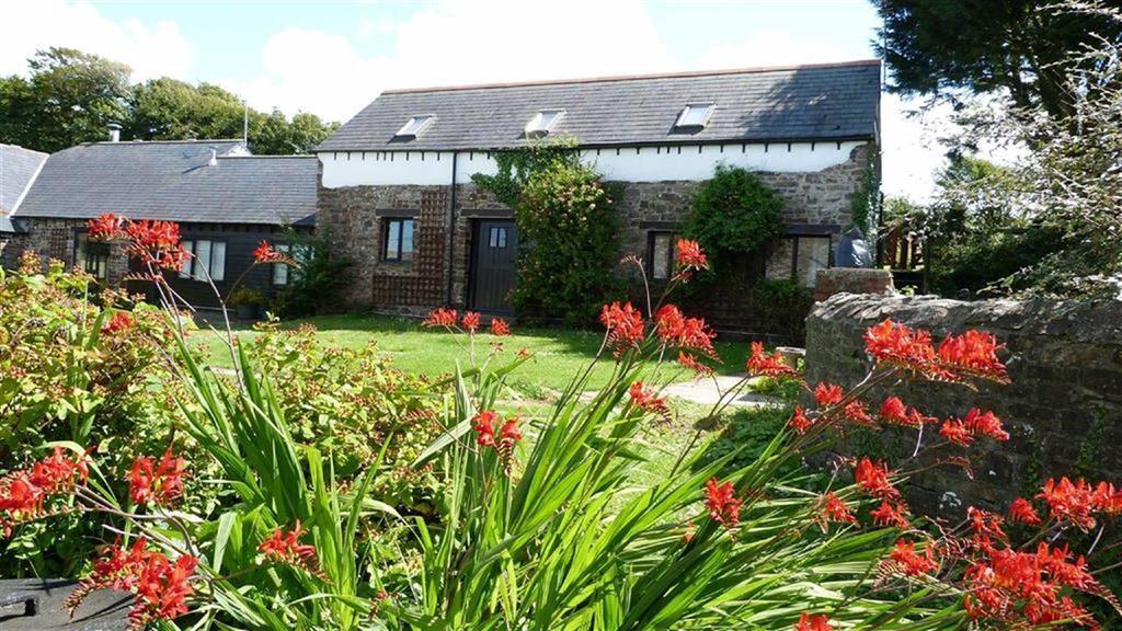 2 Bedrooms Semi Detached House for sale in Hartland, Bideford, Devon, EX39