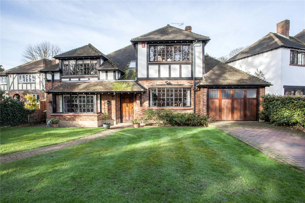 4 Bedrooms Detached House for sale in Woodland Close, Woodford Green, Essex, IG8