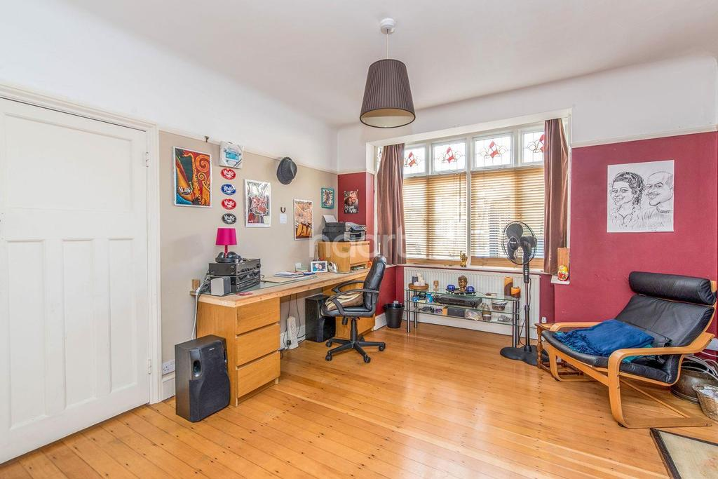 3 Bedrooms Semi Detached House for sale in Pembroke Road, Mitcham, CR4