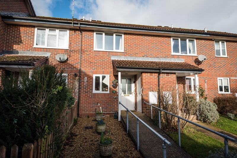 2 Bedrooms Terraced House for sale in Hopfield Gardens, Uckfield