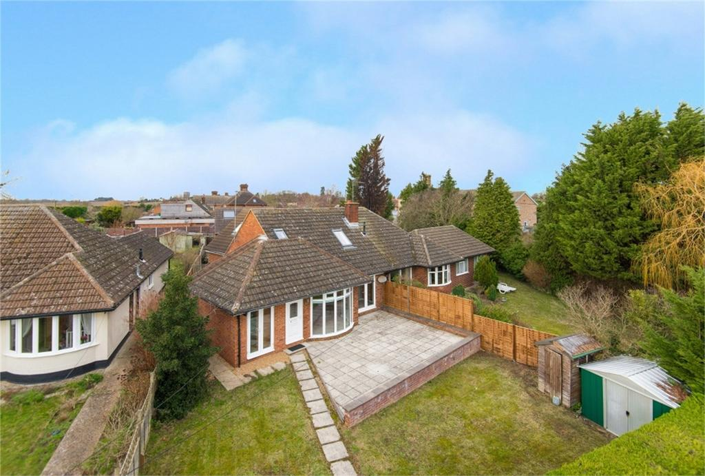 4 Bedrooms Semi Detached House for sale in Station Road, Lower Stondon, Henlow, Bedfordshire