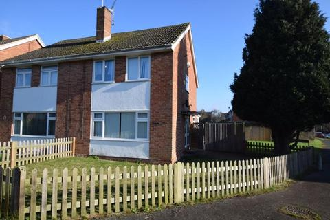 3 bedroom semi-detached house to rent - Greencroft Gardens, RG30