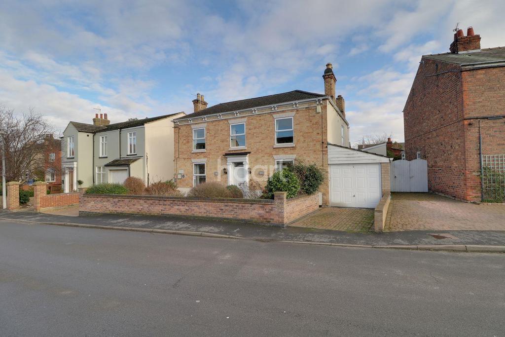 5 Bedrooms Detached House for sale in Queen Street, Epworth, Doncaster