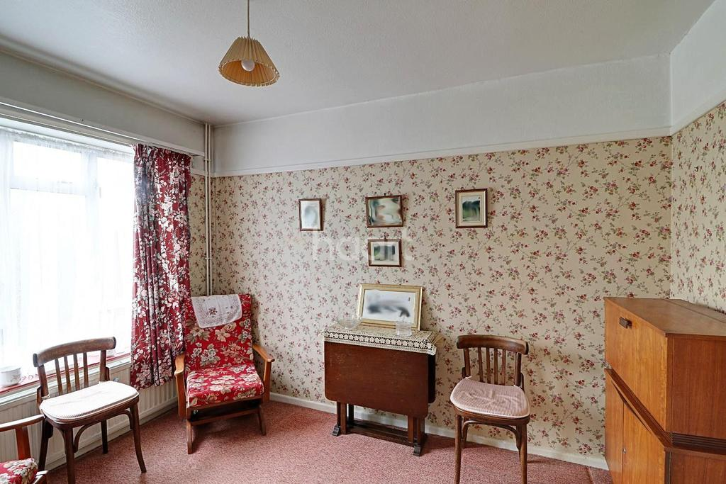 3 Bedrooms Semi Detached House for sale in Petworth Gardens, Hillingdon