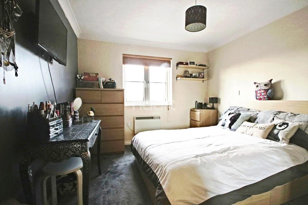 2 Bedrooms Flat for sale in Czarina Rise, Basildon