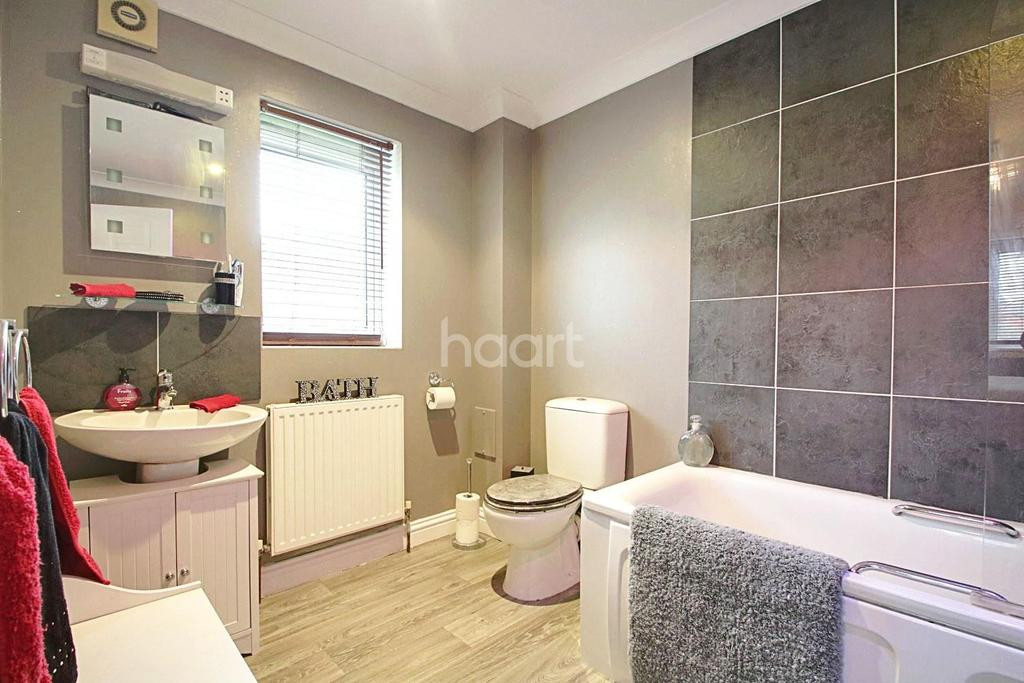 2 Bedrooms Flat for sale in Pemberry Place, Basildon