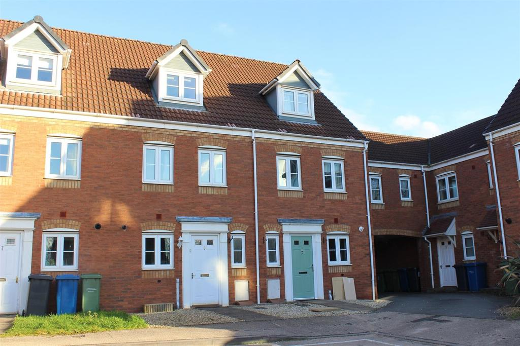 3 Bedrooms Town House for sale in Russell Close, Wilnecote, Tamworth