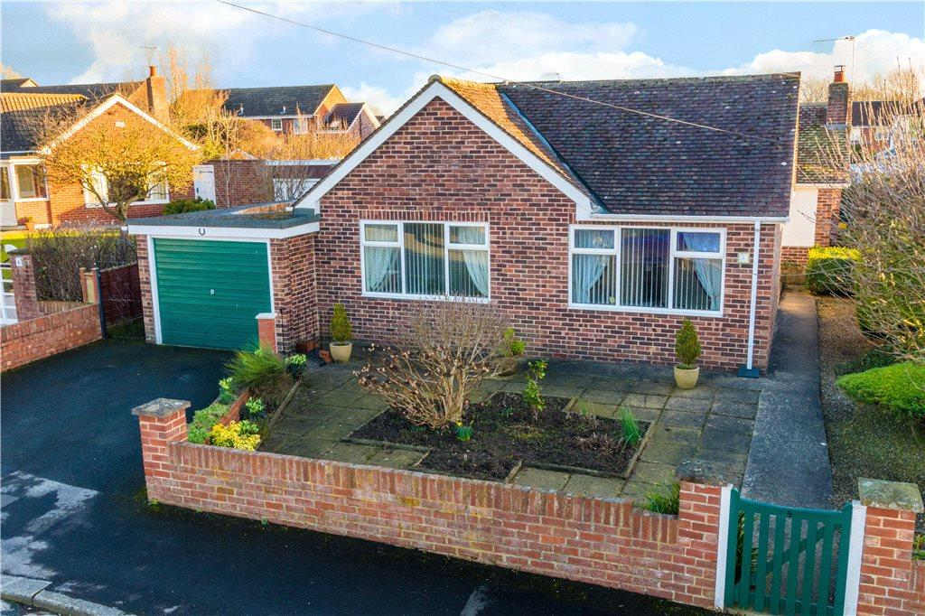 2 Bedrooms Detached Bungalow for sale in Ronway Avenue, Ripon, North Yorkshire