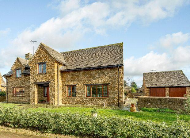 4 Bedrooms Detached House for sale in Main Road, Middleton Cheney